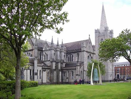 Собор Святого Патрика в Дублине, принадлежит англиканской Церкви Ирландии, настоятелем когда-то был Джонатан Свифт