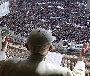 Папа благословил верующих