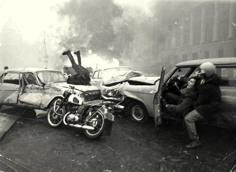 Каскадёры Николай Ващилин и Владимир Шаварин /справа/ на съёмке для журнала Советский Союз,1974