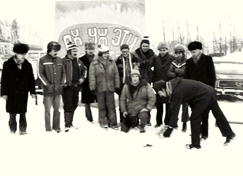 Николай Ващилин и его группа каскадёров во время съёмки телевизионной передачи